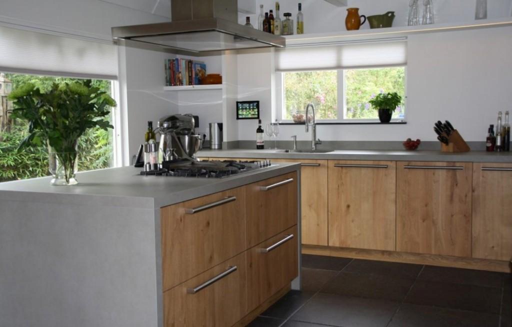 Massief houten keuken met keramiek werkblad