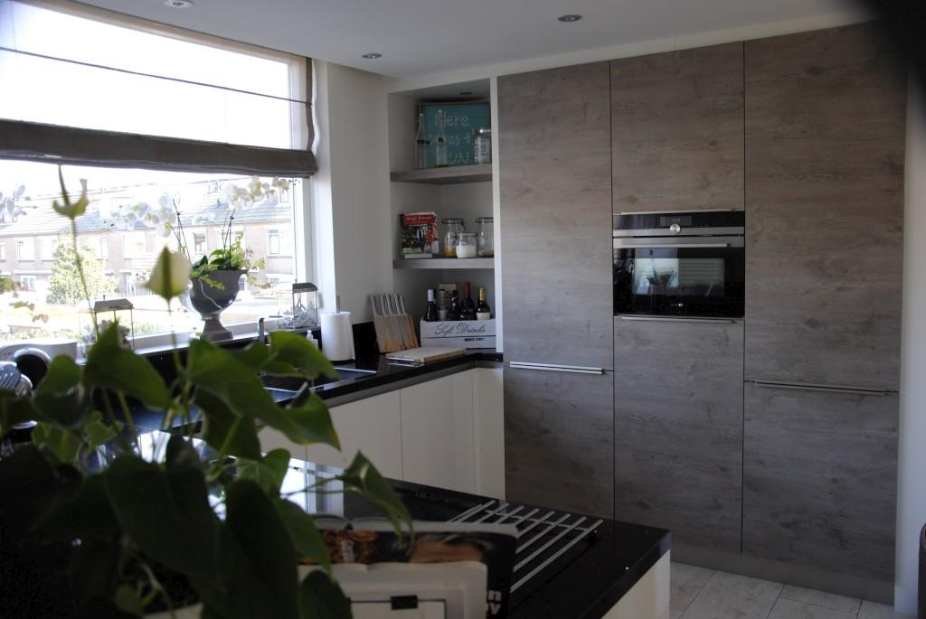 Moderne keuken met downdraft in Hardinxveld-Giessendam - Keukenhof ...