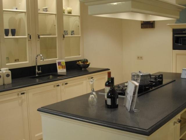 Handgemaakte showroom keuken   keukenhof sliedrecht